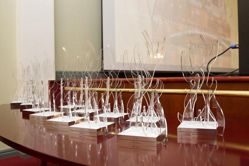 Награды из органического стекла